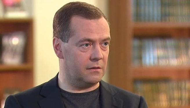 Медведев не исключил введения госрегулирования цен на лекарства