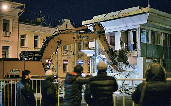 Дмитрия Медведева попросили рассмотреть выплату компенсации за снос павильонов в Москве
