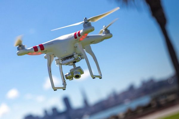Доставку посылок дронами запустят в этом году в Китае