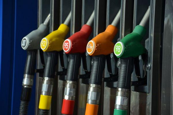 Росстандарт и Роскачество проверят бензин на российских заправках