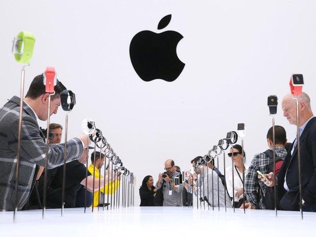 В России запретили приходить на ЕГЭ в Apple Watch