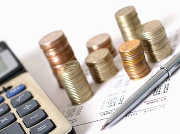 Главные экономические новости дня: тотальная экономия и падение рубля