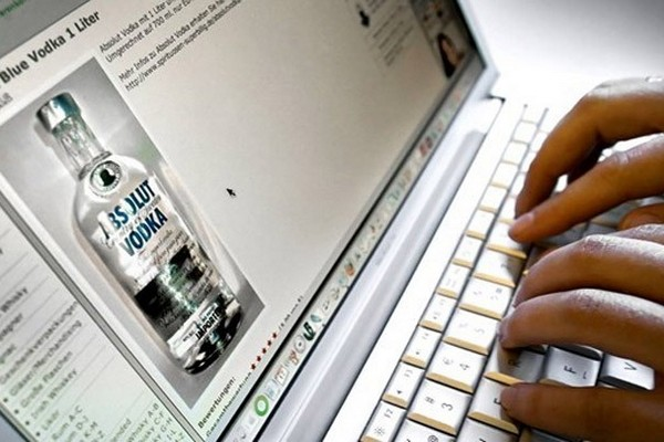 Минфин и Минпромторг поддержали идею возобновить продажи алкоголя в интернете