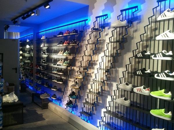 В Москве появился первый магазин Аdidas Originals в новой концепции