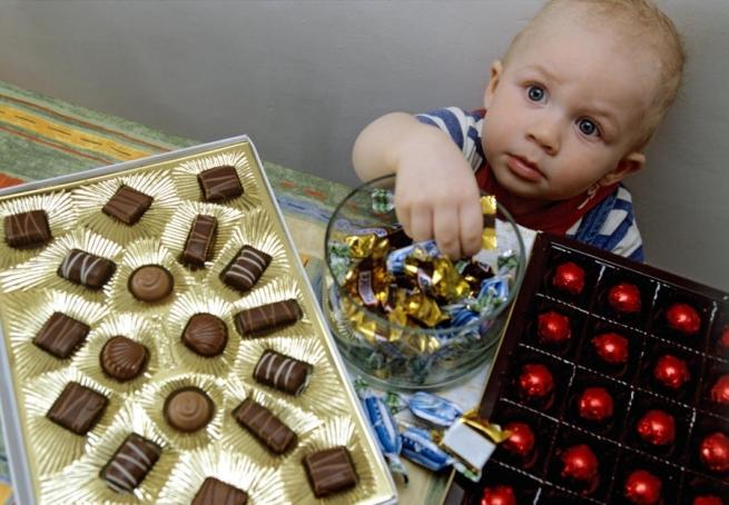 Депутаты пожаловались на алкогольные конфеты в подарках