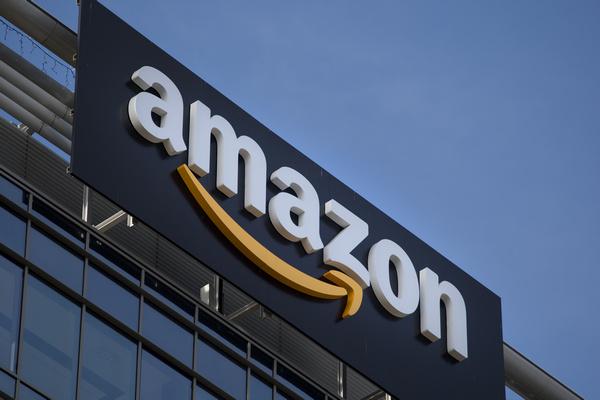 Amazon запустила сервис примерки одежды перед покупкой