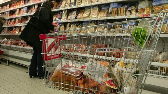 Средний класс стал тратить больше денег на еду и алкоголь