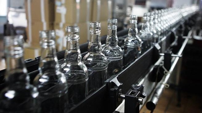 Один из лидеров российского рынка водки приостановил работу завода