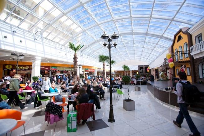 В торговые центры возвращаются покупатели