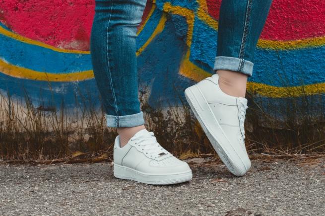 Кеды и кроссовки стали самыми популярными товарами в интернете