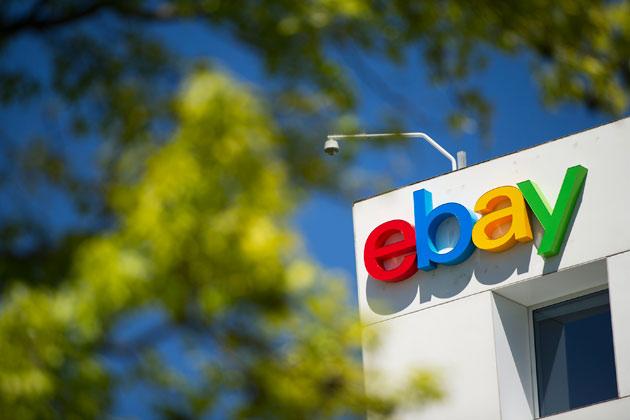 eBay оказался в центре скандала из-за продажи паранджи к Хэллоуину