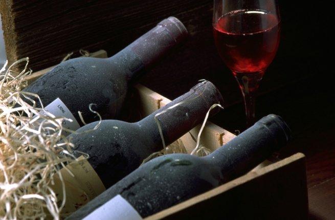 Администрация президента ввезла из ЕС более миллиона бутылок вина