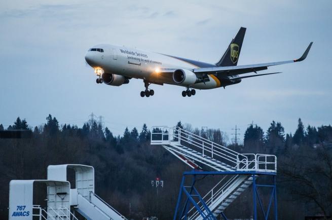 Amazon занялся разработкой собственной службы авиадоставки