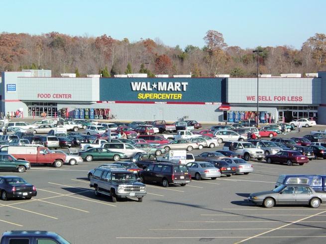 Wal-Mart начнёт распродажи на два часа раньше