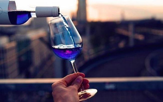 Во Франции начали продавать синее вино
