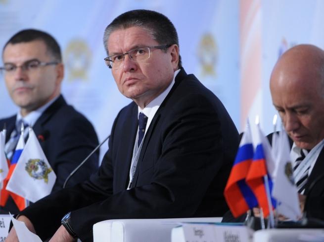 Улюкаев выступил против санкций в отношении иностранного автопрома