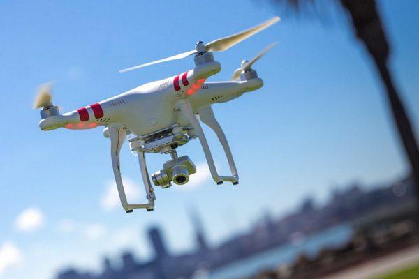 «Дикси» будет следить за остатками товаров с помощью дронов