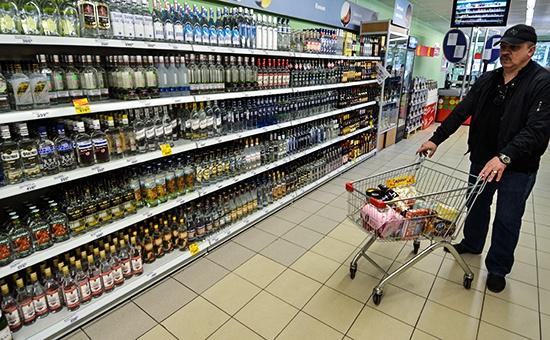 Продавцов алкоголя хотят вывести в белую зону