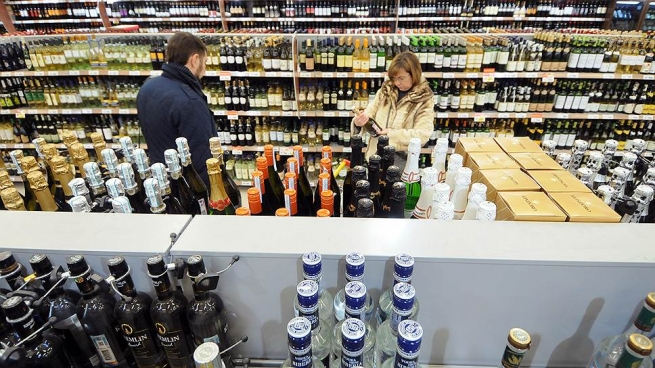 Поставки алкоголя в Россию рекордно снизились