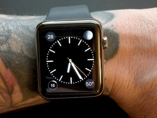 Правильной работе Apple Watch мешают татуировки