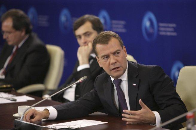 Медведев подписал постановление о введении пошлин на украинские товары
