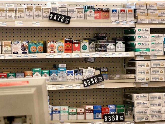 Прокуратура США требует запретить продажу табака вблизи аптек