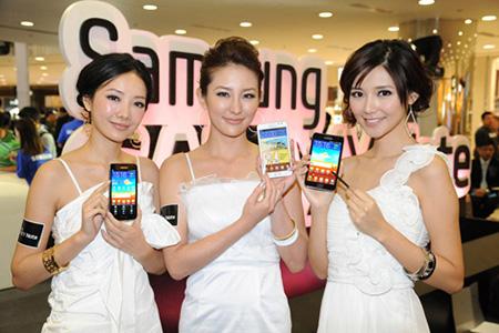 Компания Samsung анонсировала новый бюджетный смартфон Galaxy J1