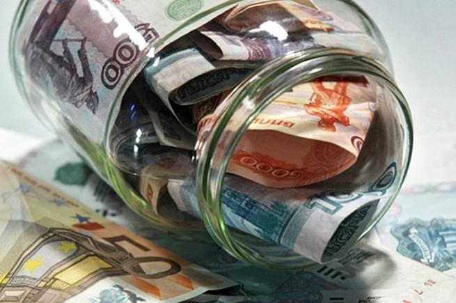 Верность рублю и банкам: россияне продолжают копить на «черный день»
