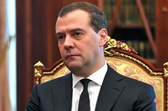 Медведев предложил бизнесу отдавать непроданные продукты на благотворительность