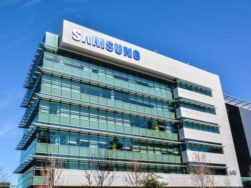 Самсунг отложил в РФ первый день продаж воспламеняющихся Note 7