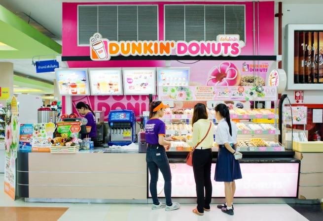 Dunkin' Donuts и Эллен Брэннан установили рекорд по «ловле» пончиков