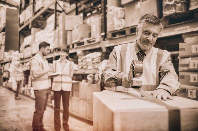 Проверенные временем: почему на складах продолжают работать люди?