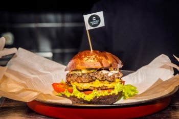 Black Star Burger открыли первый ресторан в Санкт-Петербурге