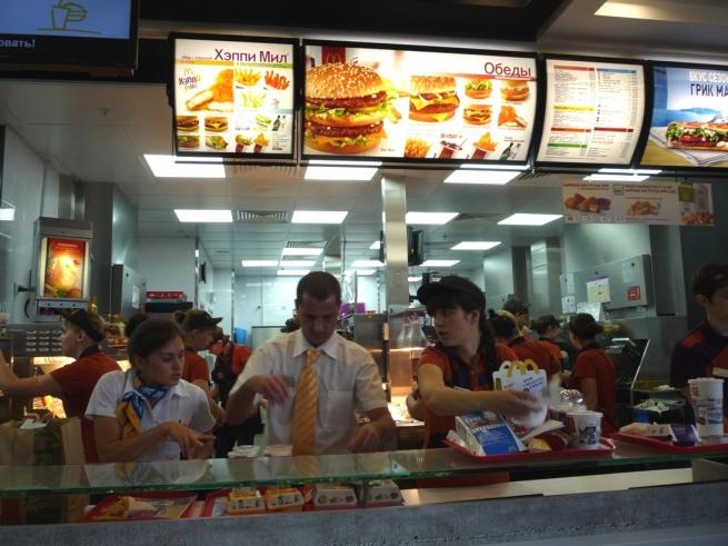 В третьем по численности городе России открылся первый McDonald's