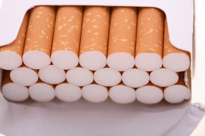 Во Франции все сигареты предложили продавать в одинаковых пачках