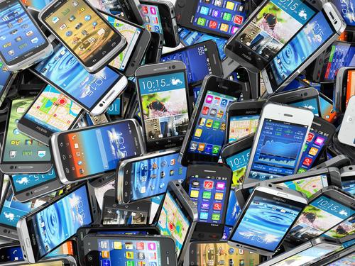 Рынок мобильных телефонов вернулся кдокризисным показателям