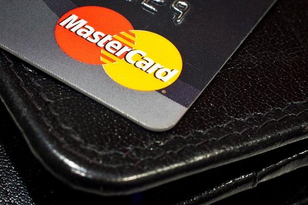 Visa и MasterCard могут вернуться в Крым до конца 2015 года