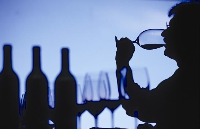 Власти запрещают продажу крепких напитков в магазинах жилых домов