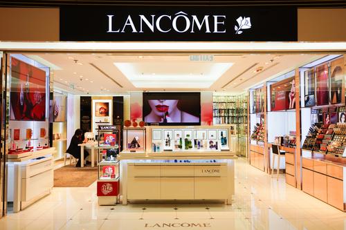 Lancome закрыла некоторые магазины в Гонконге из-за протестующих
