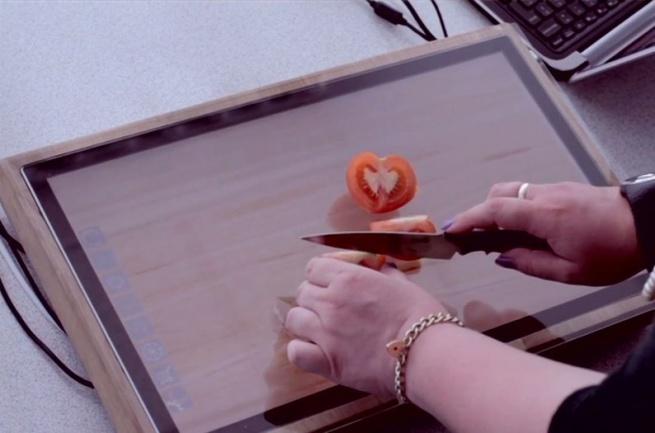 Sharp создала планшет для резки овощей