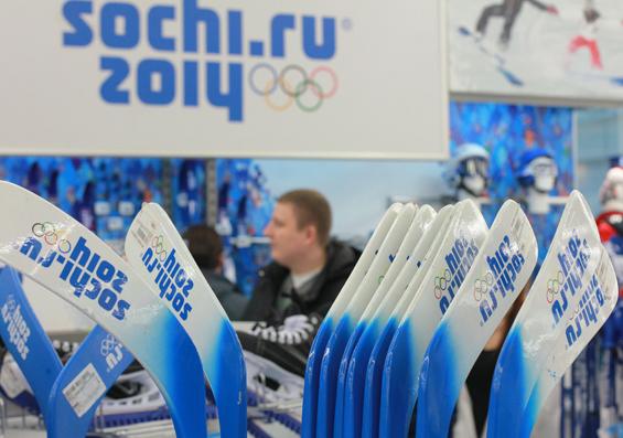 Покупатели сметают с прилавков сувениры Сочи-2014