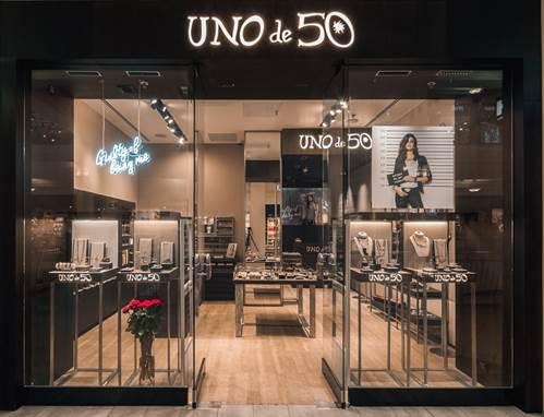 Магазин украшений ручной работы UNOde50 открылся в