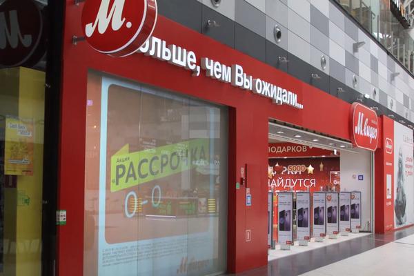 «М.Видео» решил привлечь покупателей с помощью «живых» витрин