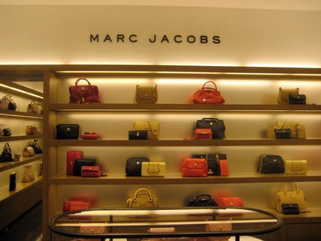 70% аксессуаров Marc Jacobs стали дешевле $500