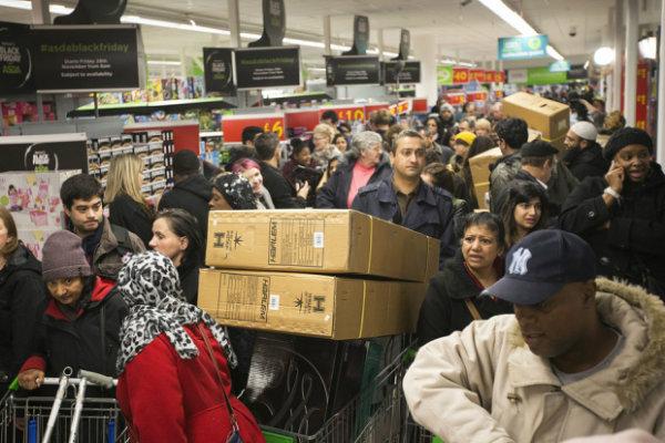 Asda не будет устраивать распродажу в Черную пятницу из-за боязни беспорядков в магазинах