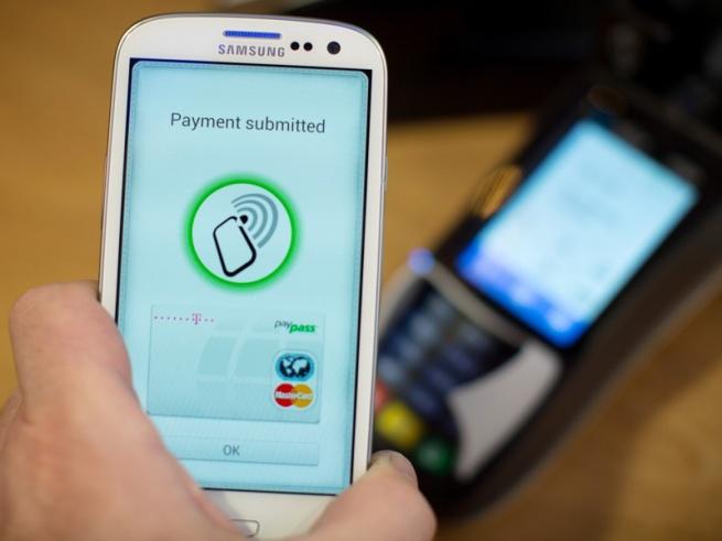 Россияне опасаются платить через смартфоны