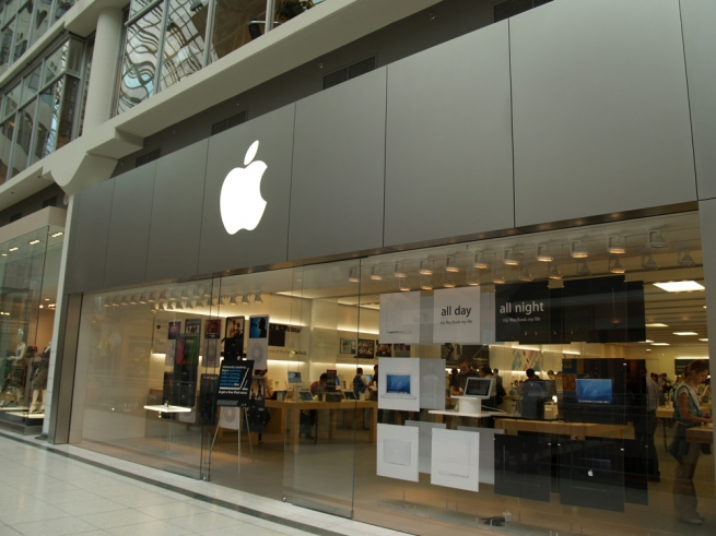 Apple не желает помогать ФБР вовзломе айфона террориста
