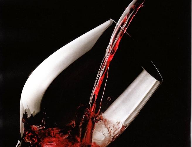 Минкомсвязь выступает за возвращение рекламы табака и алкоголя