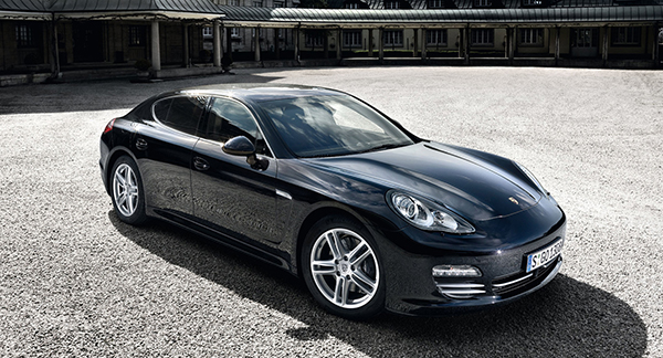 Суд идет: семейная пара против Porsche и борьба модных брендов