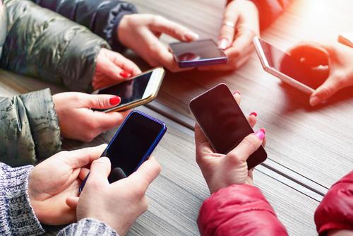 Мировые поставки смартфонов стагнируют
